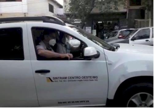 Carro de Som faz cobrança da Prefeitura